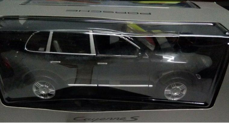 Porsche Cayenne S Modellino scala 1:18 METALLO ORIGINALE, RARA NUOVA LISTINO 89 Euro