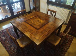 Vendo tavolo intarsiato in legno